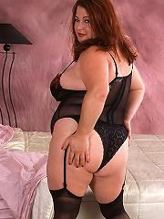 Fat hoochie with auburn hair bangs herself raw