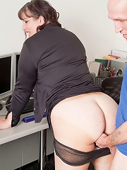 Chunky young cutie done in her future office by boss who promised a special bonus