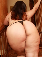 The sexy uoung plump Emma Bailey joins us for some playtime in the staircase with her giant ass and wet, juicy pussy!